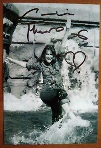 ORIGINAL AUTOGRAPHED PHOTO CAROLINE MUNRO Bond Girl & Hammer Horror