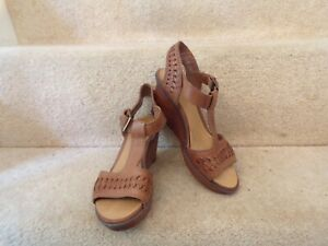 LADIES SANDALS SIZE 4 BROWN LEATHER CLARKS PLUS WORN  LIGHTLY