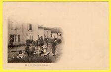 cpa Dos 1900 Scène de Vie MILITAIRE Village DISTRIBUTION de PAIN Képi Blanc