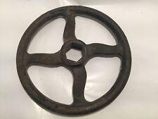 Rueda de hierro fundido antigua