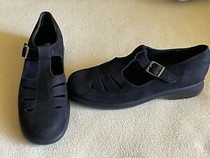 Munro American, shoes, black, leather, narrow, size 7, Mary Jane, T- strap
