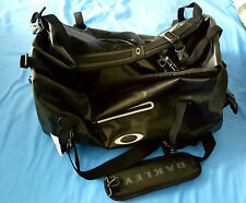 Oakley Men's Motion 42 Duffel-001 Bag