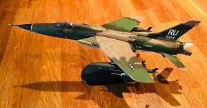"""Hobbymaster F-105 Thunderchief """"Memphis Belle 11"""", USAF Vietnam, HA2503, Rare"""