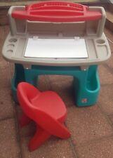 Très beau Bureau pour enfant avec chaise