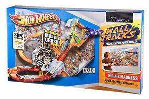hot wheels wall tracks mid-air madness track set