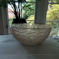 "Early René Lalique. Large ""Ormeaux"" bowl in art glass with foliage."