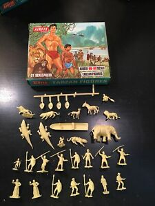 Airfix #S33-50 Tarzan Figures 31 Pieces yellow color 31 loose complete 1966 Set