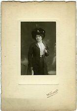 PHOTO Pierre PETIT 1909 une femme prend la pose mode fashion