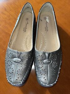Soft, comfy shoes by Annabelle. Size 6. Worn twice briefly