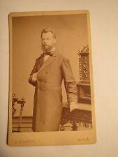 Leipzig-involucra hombre con barba en el traje-napoleón-pose-Portrait/CDV