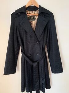 The CASCA Trench Coat Sz 40 Made in Italy High Quality Fabric. Beautiful