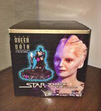 """1997 Star Trek Latinum Edition Borg Queen and Data 6"""" Gold Cast Diorama"""