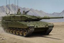 Hobbyboss 1:35 scale model kit  HBB83867 -  Leopard 2A4M CAN