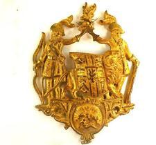 Latón Antiguo Dorado Bronce Armorial Escudo de Armas Crestado Placa