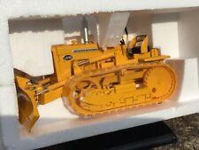 1/16 scale Ertl 4380 International harvester T340 bulldozer crawler tractor