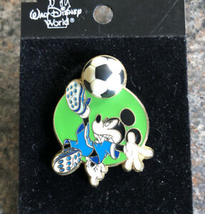 Disney - Sports Series - Mickey Soccer Free D Pin - On Original Card