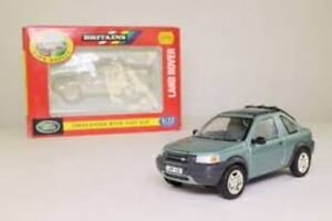 BRITAINS 09483 09484 FREELANDER diecast model cars green/purple 1:32nd scale