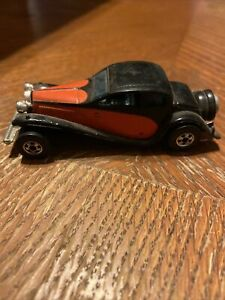 HOT WHEELS 1937 BUGATTI STEEL BASE WITH 1980 DATE NEW IN PACKAGE