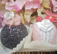 2 x Petit Fours Törtchen Macarons Rosa Schoko Rumkugel Torte Cupcake Fake Kuchen