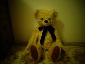 collectable limited edition robin rive bear called williams