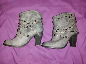 Not Rated Gray Swazy Boots 8.5. Only worn Once!