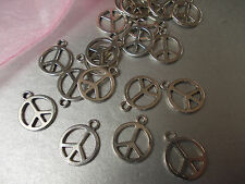 20 X PEACE SIGN SILVER COLOR TIBETAN METAL CHARMS/PENDANTS