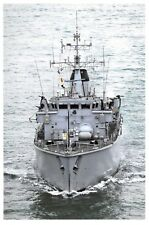 Postcard HMS Chiddingfold Hunt Class Minesweeper Royal Navy Middle East 2009 00F