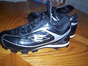Athletic Cleats, Youth Size 3.5, Black/White, Easton Redline II B24255.....EUC