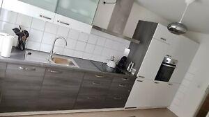 Nolte / Einbauküche mit Elektrogeräten und Einbauspüle 4,30 m / Küchenzeile weiß