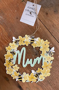 Gisela Graham Wooden Mum Hanging Mini Wreath Buttercups And Bees