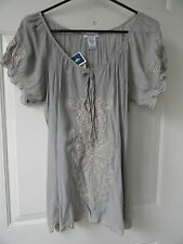 NWT...SISTERS Medium  Grey w/ Tan Embroidered Detail