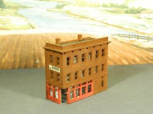 N Scale BUILT Model Building OLD TIME 3-STORY DOWNTOWN CITY CORNER STOREFRONT