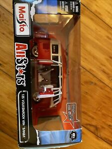 Maisto All Stars 1/25 Scale Model Van  - Volkswagen Van Samba - Red