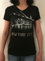 New York City Skyline Manhattan Design  V-Neck T-Shirt | Womens Tee