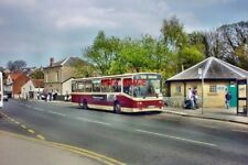 PHOTO  2004 BUS STOP PICKERING A SCARBOROUGH AND DISTRICT SINGLE DECK BUS WAITS