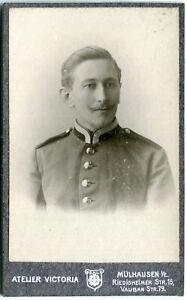 Orig. Pappfoto MÜLHAUSEN /E. /MULHOUSE Atelier Victoria Soldat Uniform um 1900