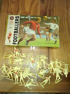 RARE AIRFIX 1/32 FOOTBALLERS      COMPLET