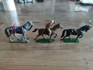 Starlux Lot 3 chevaux dont 1 avec cavalier   TBE!