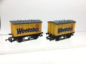 Hornby R728 OO Gauge Goods Van Weetabix x2