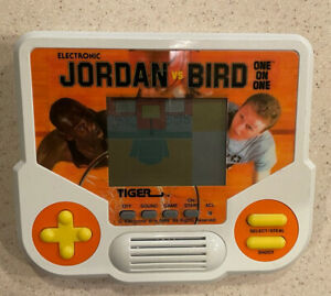 Michael Jordan vs Larry Bird 1988 Hand Held Game. Tested And Works.