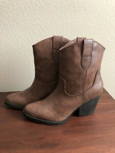 Steve Madden NWOB Short Boots Brown Size 7.5 Cowboy Faux Leather