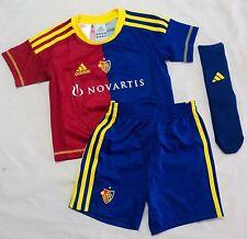 F.c.basel 2012/13 Home Mini Kit Par Adidas Taille 1-2 ans NEUF avec étiquettes