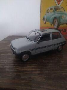 1/18  Renault 5 TL 950 artesanal con decoración Parisienne. Único. Solido