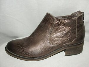 MODERN VINTAGE Shoes Womens Size 39 Bronze Textured Leather Rear Zip Ankle Boots