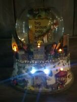 Bloomingdales New York City Big Brown Bag Musical Snow Globe LIGHTS WORK Central