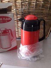 THERMOS,CARAFFA termica isolante,per bevande calde/fredde in palstica rossa nero