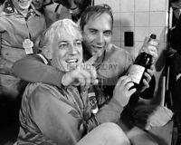 1975 Press Photo Cincinnati Reds Catcher Johnny Bench Vickie Chesser