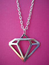 SILVER DIAMOND SHAPE NECKLACE CUTE KITSCH VINTAGE FUN COOL NOVELTY FANCY DRESS