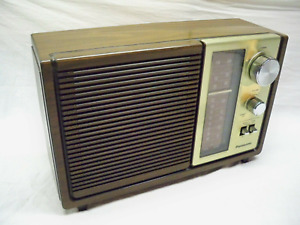 PANASONIC AMFM Table Radio - Beautiful Woodgrain w/Gold Face Plate - Works GREAT