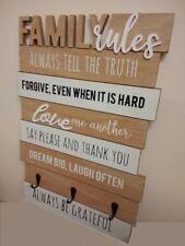 Le regole di famiglia Bordo Con Chiave Ganci shaby chic muro Organizzatore Vintage Targa Sign